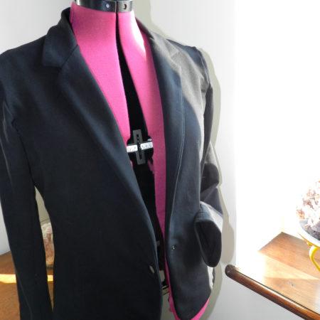 Cours de couture d'une veste en sweat