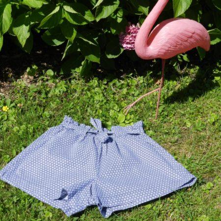 Atelier de couture d'un short pour fillette
